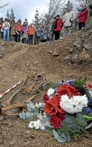 Acto de exhumación de los restos enterrados en Elgoibar de un gudari que fue fusilado por los franquistas en 1936 durante la Guerra Civil.
